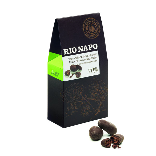 Cacao-Bohnen in Schokolade